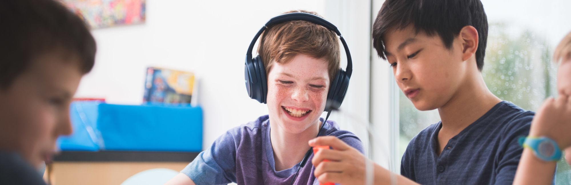 wycliffe pupils playing jenga