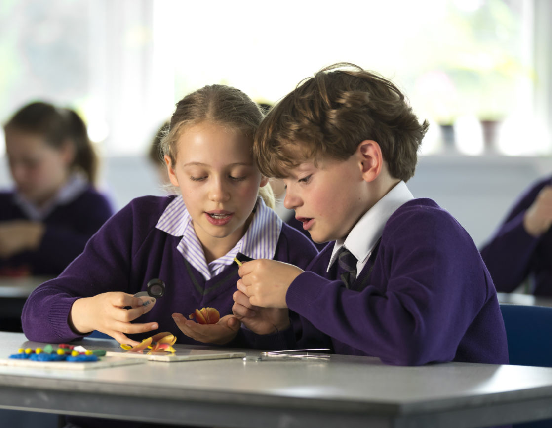 wycliffe pupils in class using magnifying glass