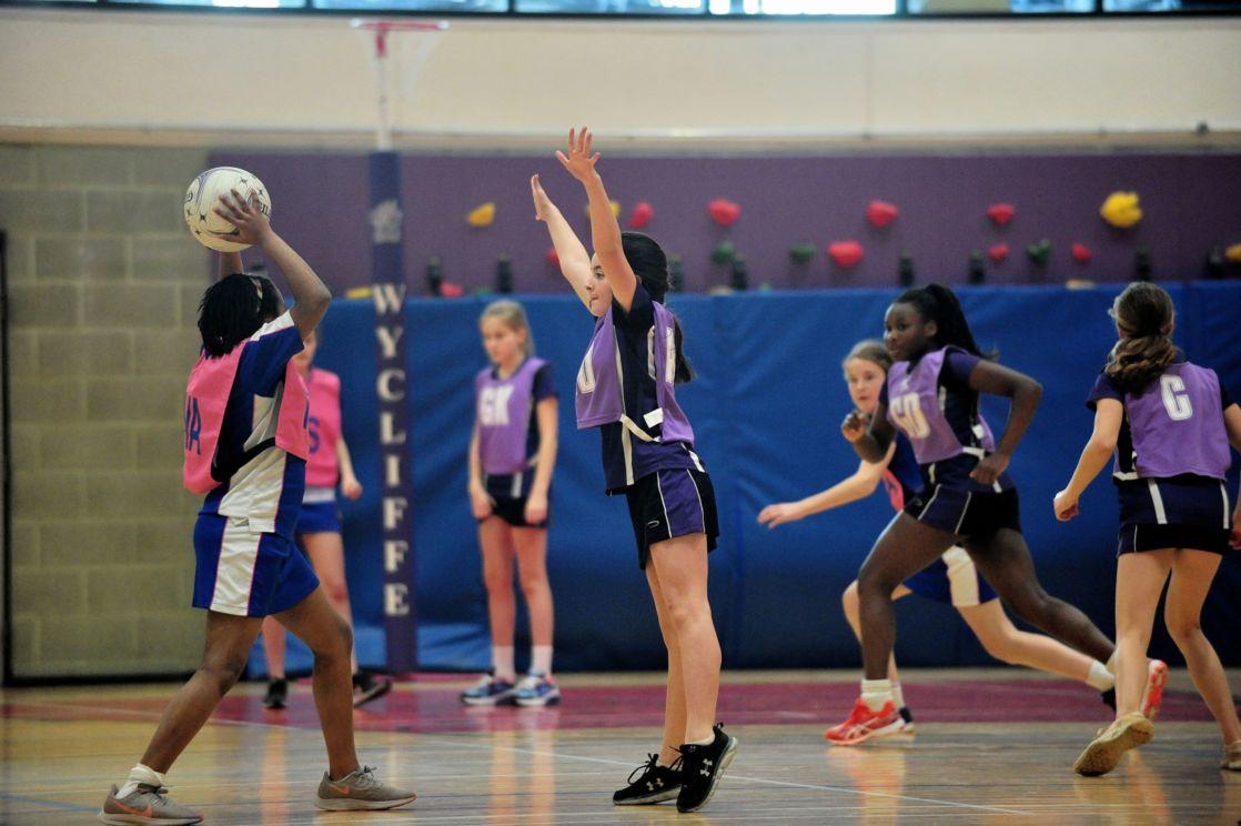 wycliffe pupils playing netball